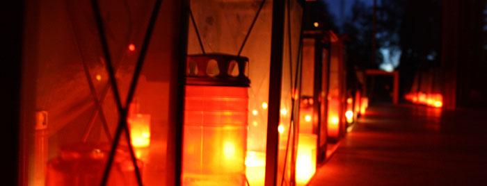 Grablichter © Erzbistum Köln, Rebekka Dierkes, cc 3.0, Quelle: bilder-erzbistum-koeln.de